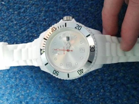 44 - (Beauty, Uhr, Fake)