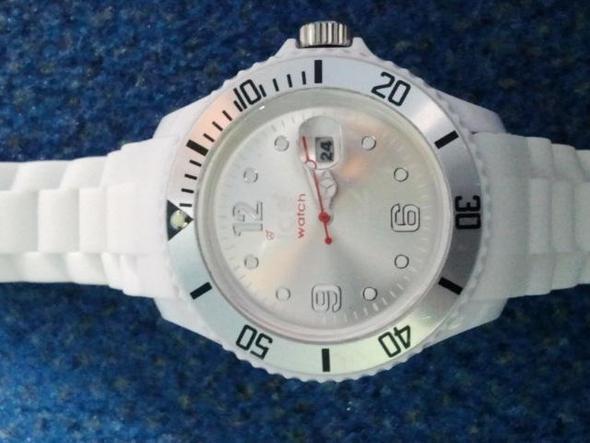 55 - (Beauty, Uhr, Fake)