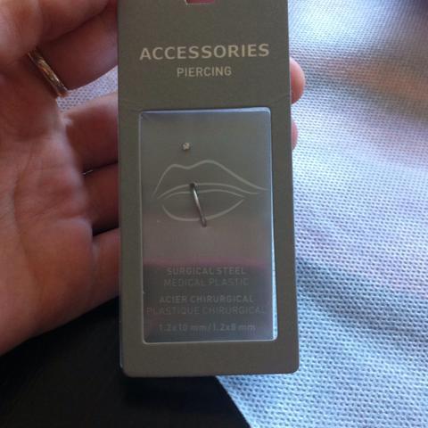 Das ist das pircing :) - (rossmann, Lippenpiercing)