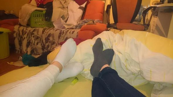 Schuhe Socken Mädchen ausziehen Socken ausziehenn?