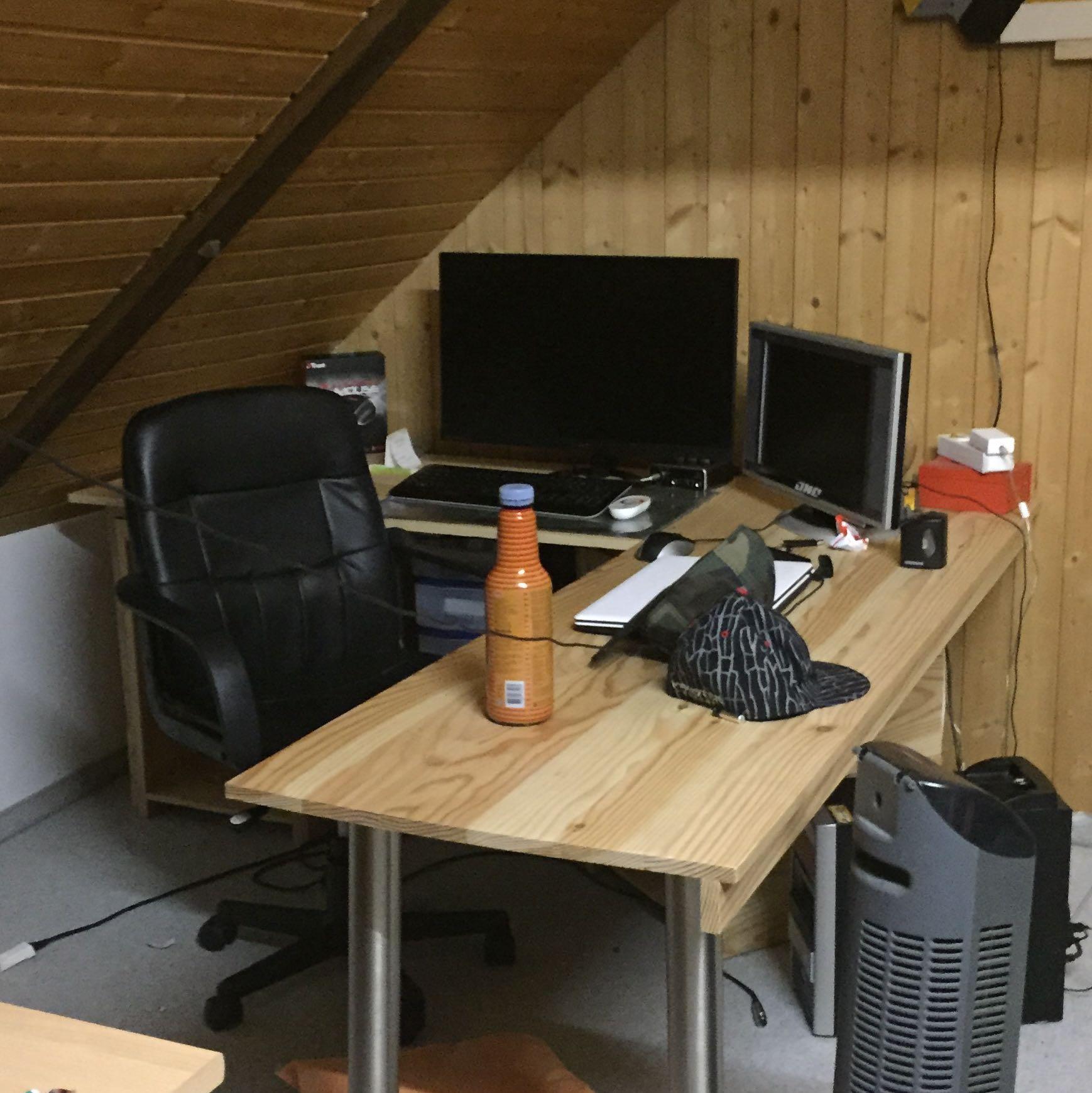 ich brauche hilfe zum thema gamingzimmer und so gibt es da wen gaming zimmer. Black Bedroom Furniture Sets. Home Design Ideas