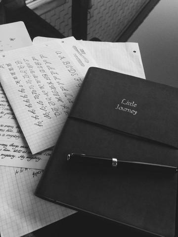 Das Buch - (Liebe, Liebeskummer, Fernbeziehung)