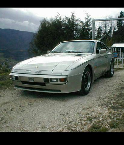 Ich habe einen Porsche 944 (1984). Dieser stand 3 Jahre in der Garage. Jetzt springt er nicht mehr an aber der Motor dreht noch. was kann das sein?
