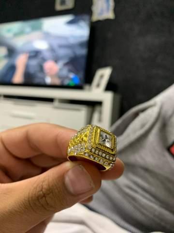 ich habe keine angaben zu diesem ring aber da steht 925 drauf und die steine glänzen nicht grade billig, weiss wer wie viel der ring wert ist?