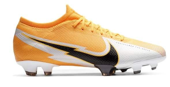 Ich habe laut meinen Messungen normal breite Füße - kann ich Fußballschuhe kaufen, die für schmalere geeignet sind?