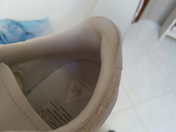 ich habe neue weisse schuhe gekauft die ein tag danach flecken bekamen haushalt putzen sneaker. Black Bedroom Furniture Sets. Home Design Ideas