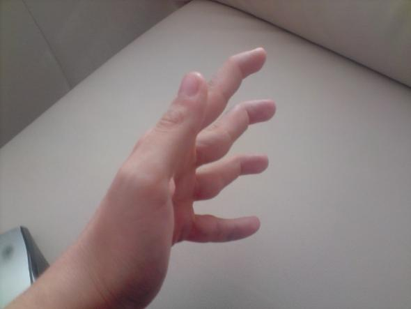 Meine Fingerspitzen in gekrümmter Pose - (Fingerspitzen, nachtschwarz, krümmen)