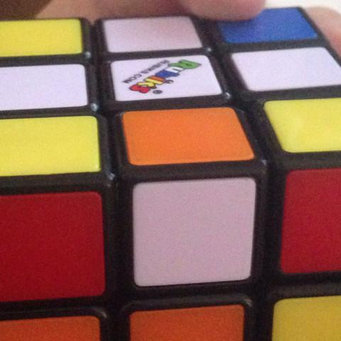 Dort wo oben das orangene Plättchen - (Zauberwürfel, Magic Cube)