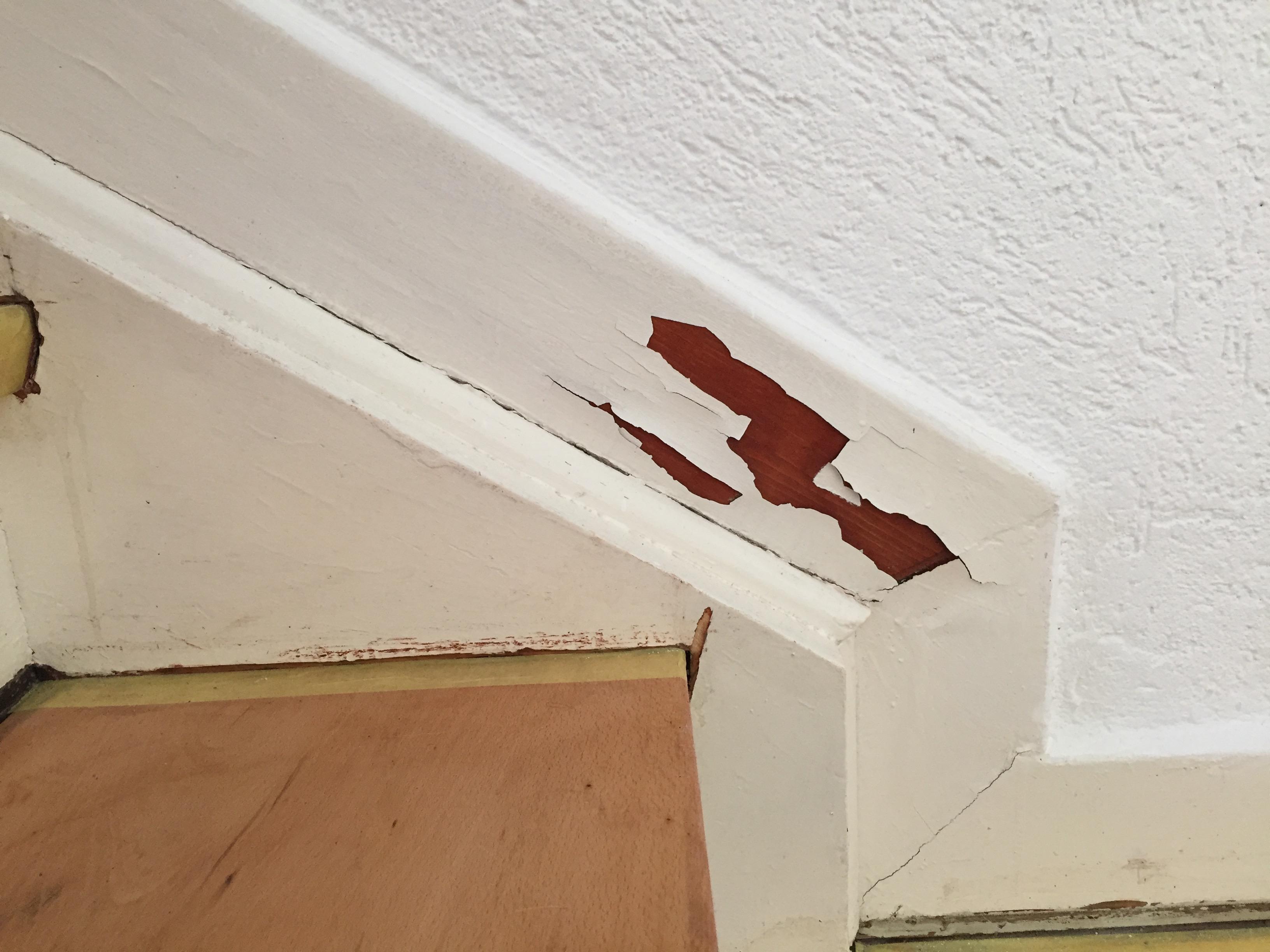 Ich möchte in meinem Treppenhaus den Handlauf/ das Geländer abschleifen und anschließend neu ...