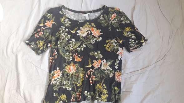 - (Mode, Kleidung, T-Shirt)