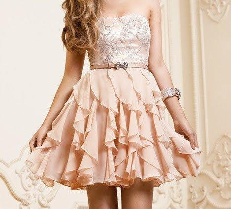 Ich suche dieses Kleid! Es ist so hübsch! (kaufen, online, Geschäft)