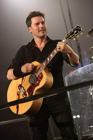 Ryan Peake-Nickelback - (Musik, Gitarre)