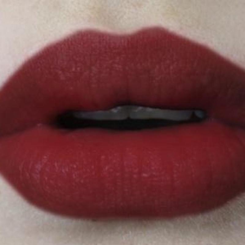 ich suchen diese lippenstift farbe von mac sollte matt sein. Black Bedroom Furniture Sets. Home Design Ideas