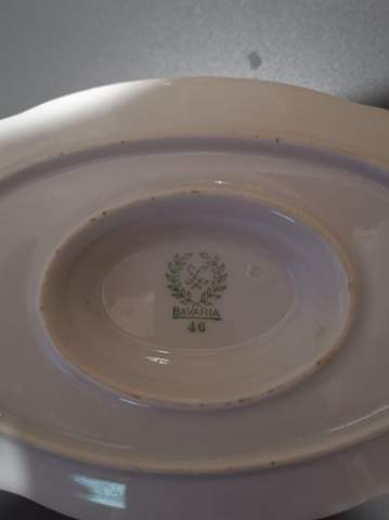 Ich würde gerne den Wert für dieses Porzellan haben, kennt sich jemand aus?