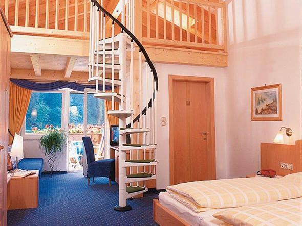 im zimmer eine etage bauen gestaltung bett baumhaus. Black Bedroom Furniture Sets. Home Design Ideas
