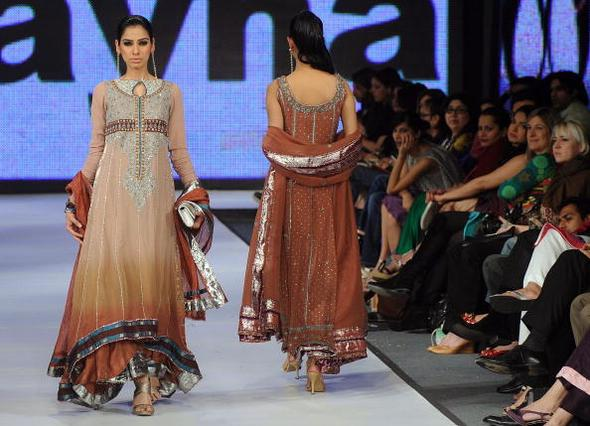 Indisch Pakistanische Kleider In Frankfurt Kleidung Laden Asien