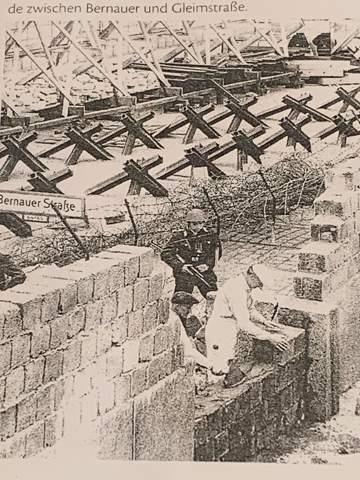 Interpretation des Bildes...als Dokument des Mauerbaus?