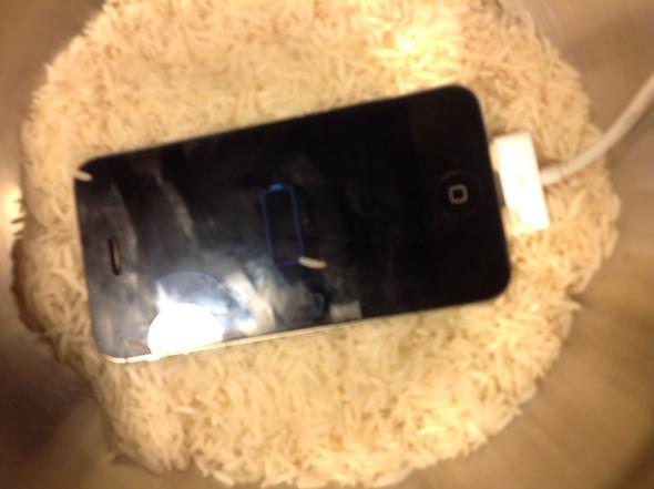 iphone 4s zeigt nach wasserschaden nur noch rote batterie. Black Bedroom Furniture Sets. Home Design Ideas