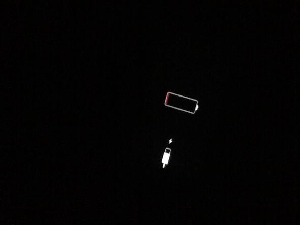 Mein IPhone 5 lädt nicht. Aber mein Display blinkt. Was soll ich tun ...