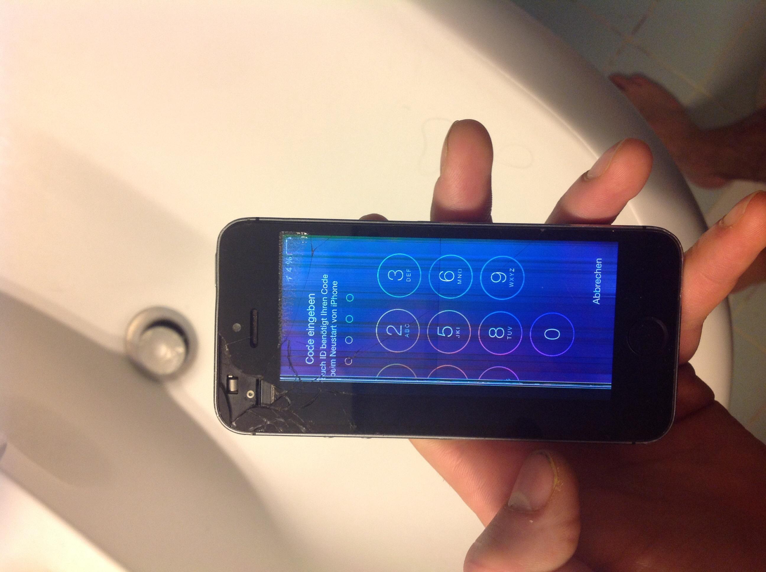 iphone 5s display defekt oder wasserschaden handy. Black Bedroom Furniture Sets. Home Design Ideas