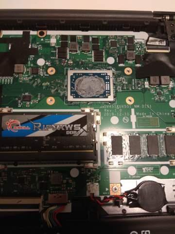 Ist das die CPU wo die Wärmeleitpaste oben ist und ist die austauschbar?