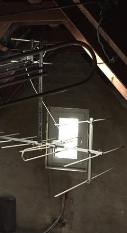 Ist Das Ein Blitzableiter Oder Eine Alte Antenne Auf Dem Dachboden