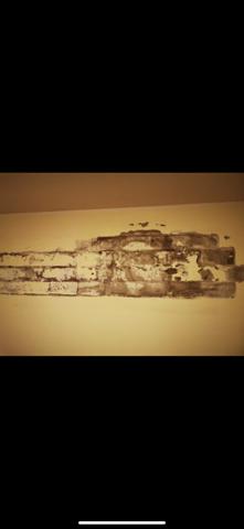 Ist das ein Feuchtigkeitsproblem in der Wand?