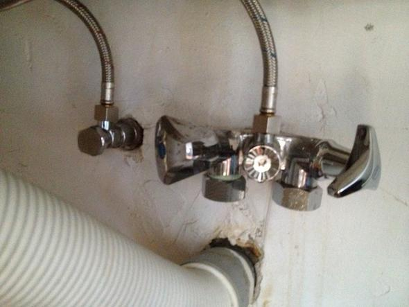 waschmaschine und geschirrspüler an einem anschluss