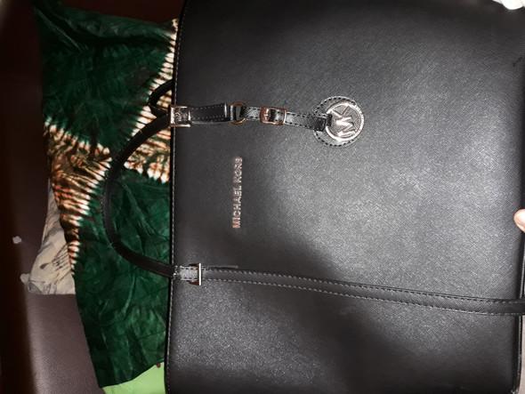 1d0c54e0438c4 Ist das eine echte Michael Kors Tasche oder nur ein fake  (Marke ...