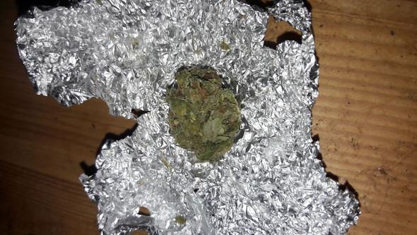 - (Rauchen, Gras, kiffen)