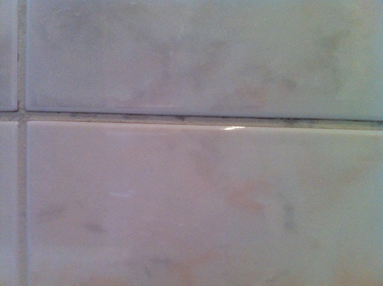 schimmel badezimmer jeden fleck mit schimmelex behandeln flecken im badezimmer schimmel. Black Bedroom Furniture Sets. Home Design Ideas