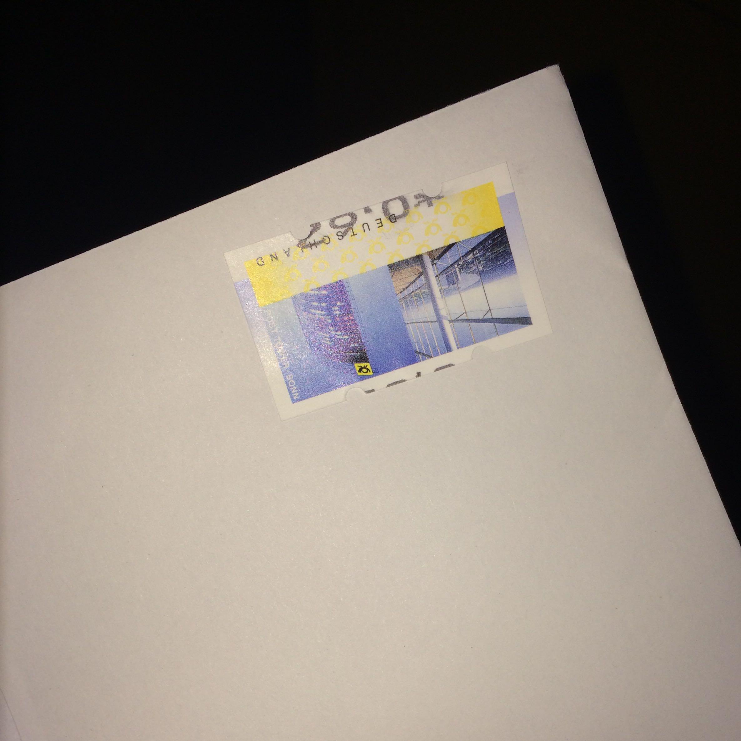 Ist die briefmarke richtig aufgeklebt? (Post, Briefmarken)