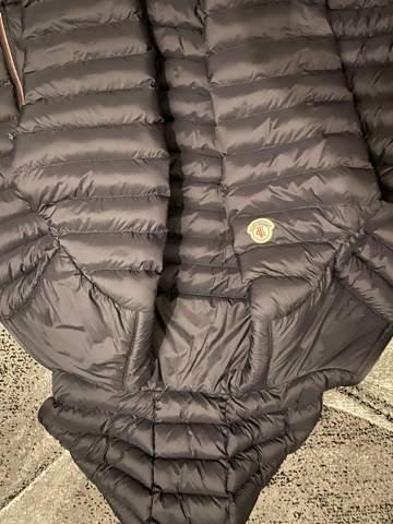 Ist die Jacke auf dem Bild eine herren moncler jacke?