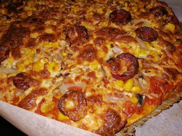 Ist die Pizza schön durch oder schon verbrannt, der Boden ist leicht dunkel braun?