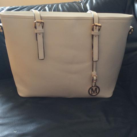 Ist die Tasche gefälscht trotz 50€ Kosten? Wenn nicht was ist das für eine Marke?
