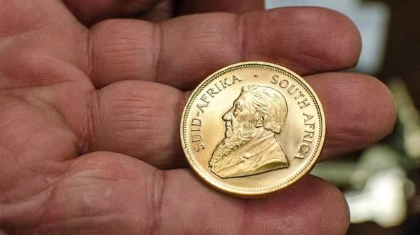 Ist diese goldene Münze wert ein Mann wollte es mir für 60 euro abkaufen?