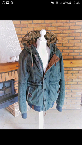 Ist diese Jacke von naketano für Männer geeignet?