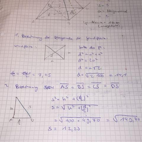 Es ist eine quadratische Pyramide - (Mathematik, Trigonometrie)