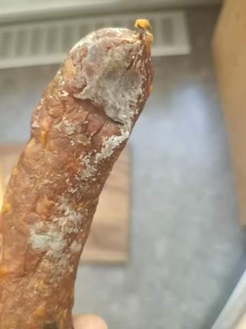 Ist diese Wurst verschimmelt?