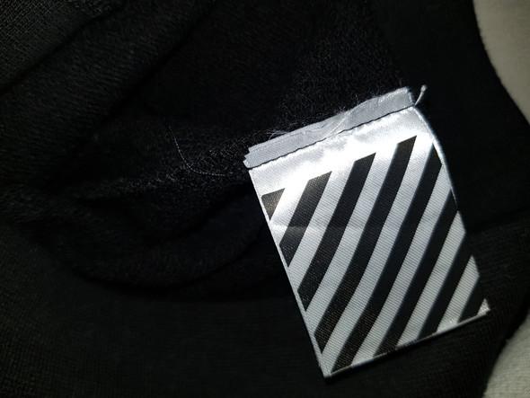 - (Kleidung, off-white)