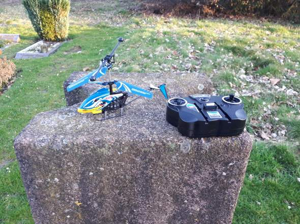 Ist es erlaubt, auf dem Friedhof einen Mini Helikopter in die Lüfte steigen zu lassen ?