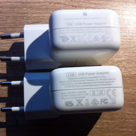 Das obere ist mein altes und das untere der neue - (Apple, iPad, Netzteil)