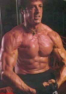 Ist es möglich so ein Körper ohne die Einnahme von irgendwelchen Steroide zu erreichen?