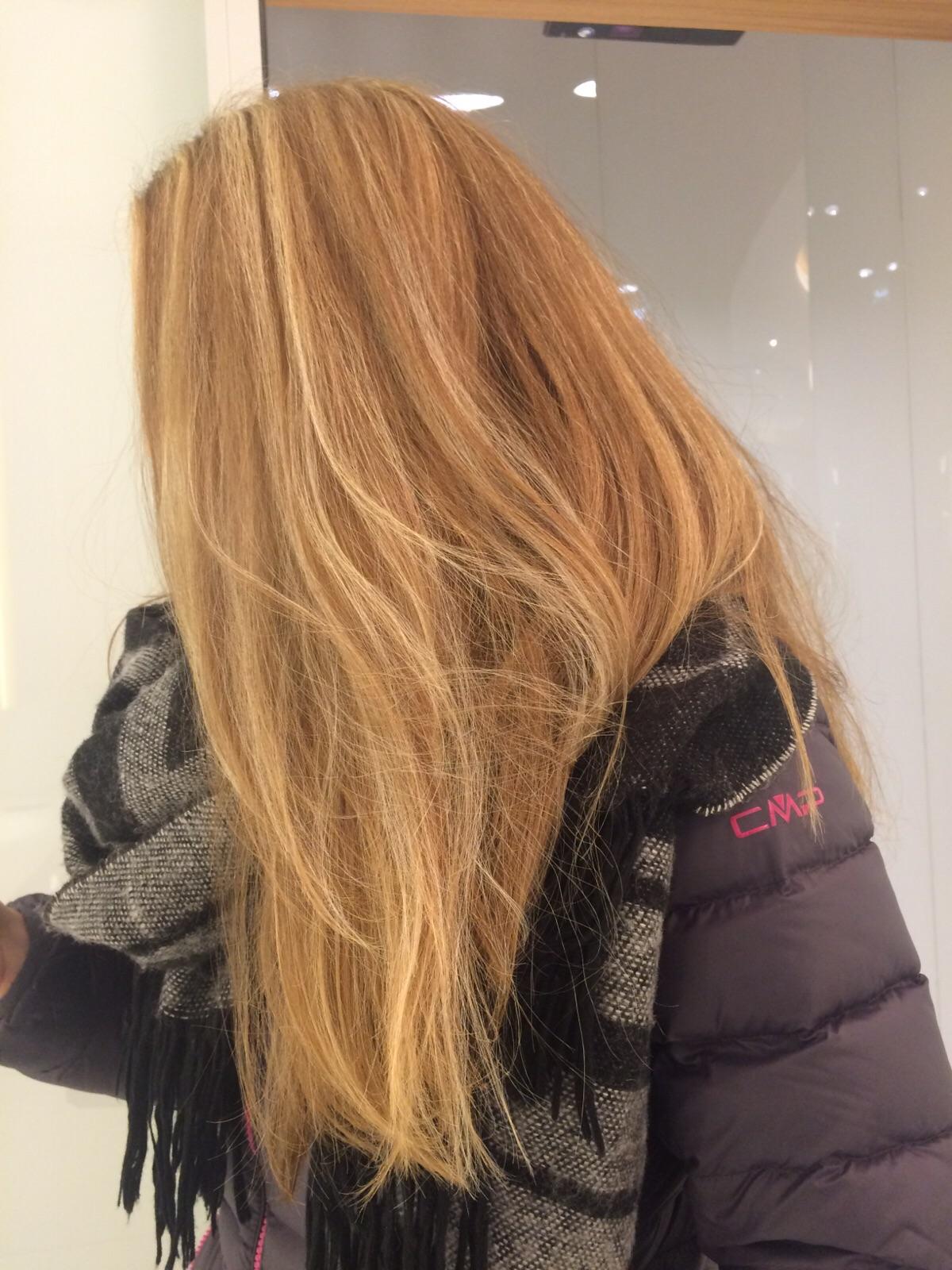 Ist es möglich über blonde Strähnen zu färben? (Haare