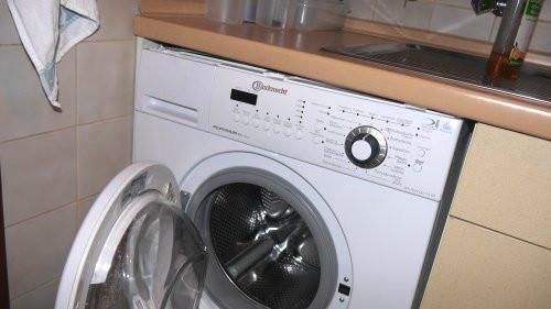 Blech zwischen WaMa und Arbeitsplatte  - (Waschmaschine, Unterbau immer möglich)