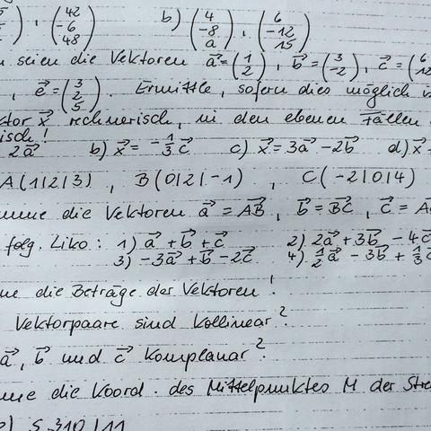 Ziemlich in der mitte - (Mathe, Geometrie, vektoren)
