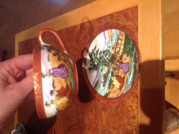 Tasse mit Unterteller - (Wert, Porzellan)