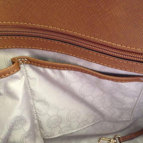 4559fbbc49449 Ist meine Michael Kors Tasche eine Fälschung  (Fake