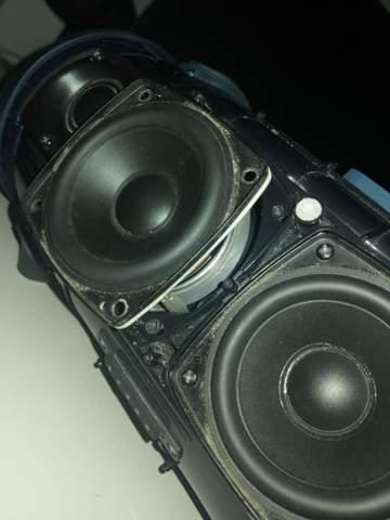 JBL Xtreme 2 Bass scheppert, was kann ich tun?