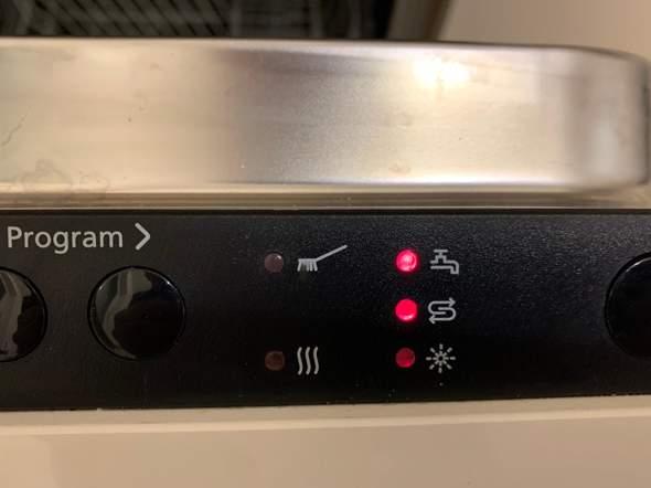 Junker Spülmaschine Wasserhahnsymbol blinkt. Was kann ich tun?